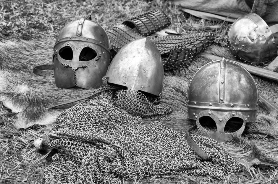 cascos y armaduras medievales
